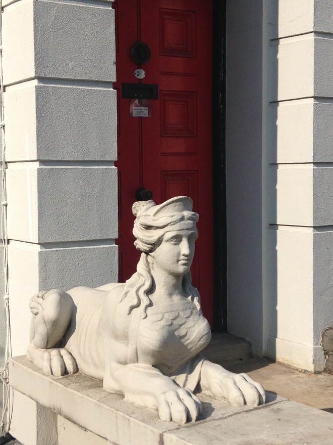 AN ENIGMATIC LADY.   © 2013 iLovePrimroseHill.com, all rights reserved.