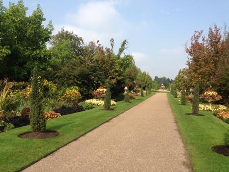 It's still summer in the Avenue Gardens, Regents Park.