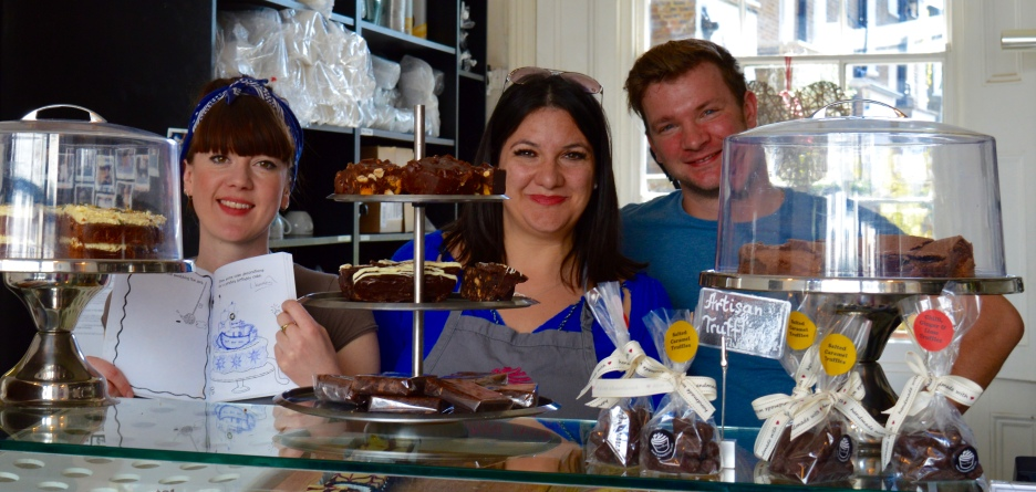 AMAZING TALENT FROM LAURA AT SWEET THINGS (left), PICTURED HERE WITH CAKE BOSS NATALIE (centre) AND ROMAN