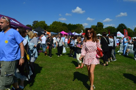 LIZZIE CUNDY MAKES AN ENTRANCE